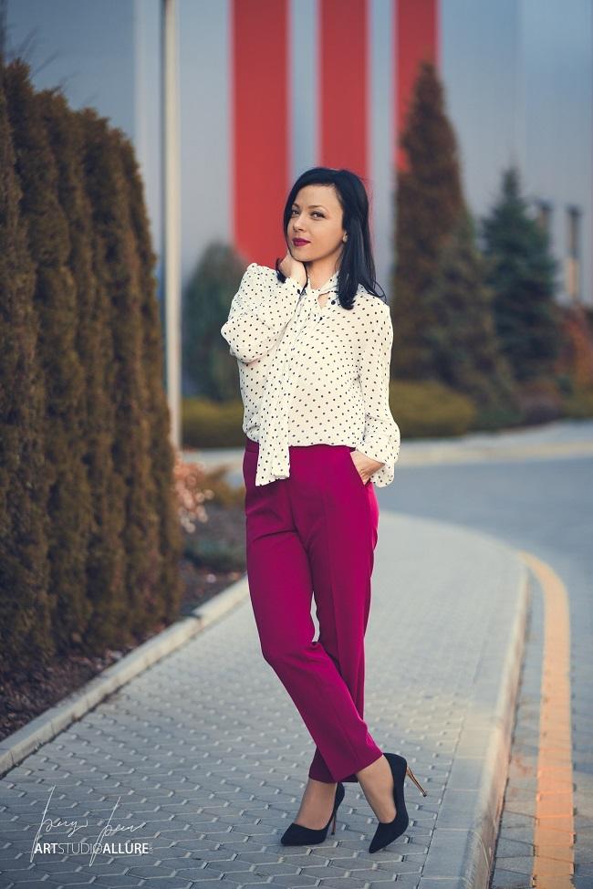 fashion blogger pink outfit with polka dots kameliya anastasova