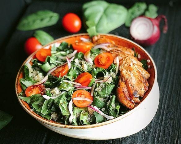 salata s spanak i kinoa