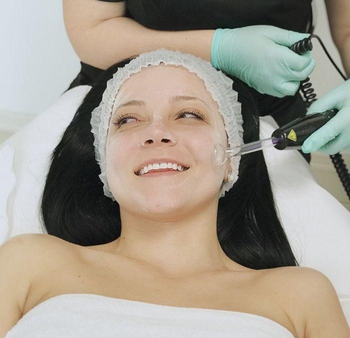 Важно ли е редовното почистване на лице и хидратацията?