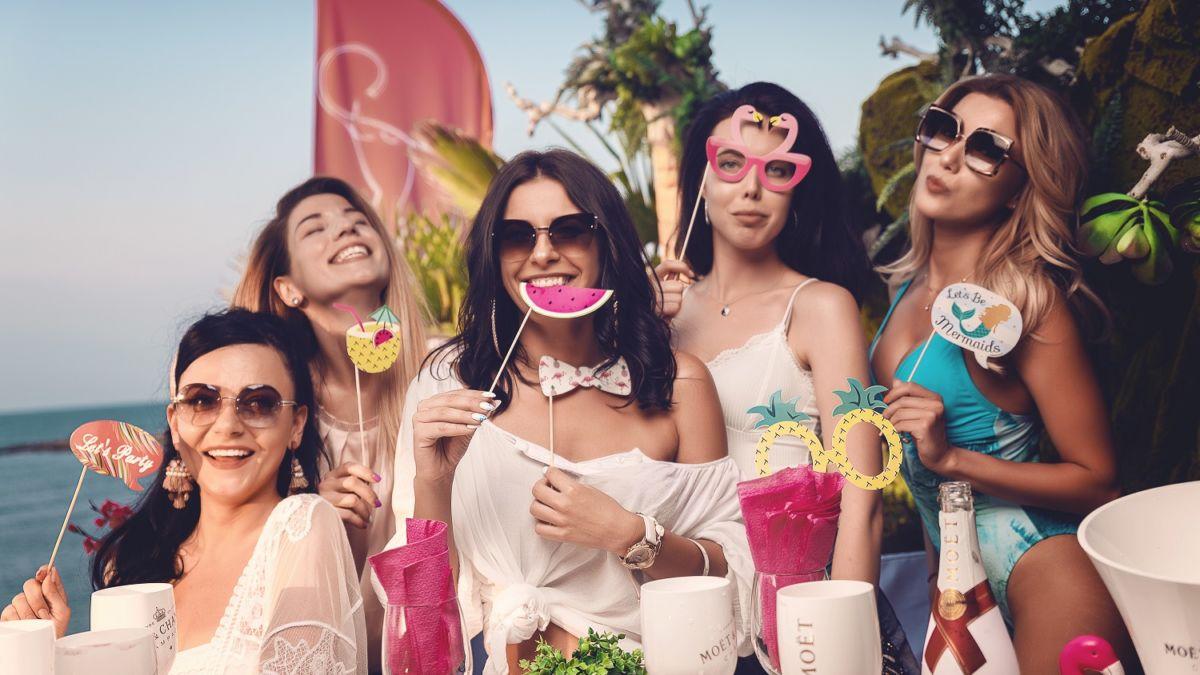 Тематично моминско парти в Hacienda Beach